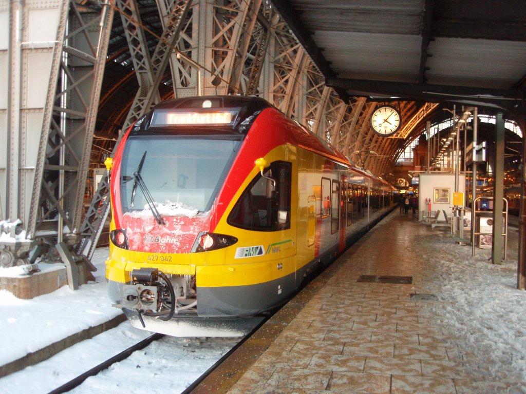 427 042 der hessischen landesbahn als re nach siegen in frankfurt main hbf. Black Bedroom Furniture Sets. Home Design Ideas