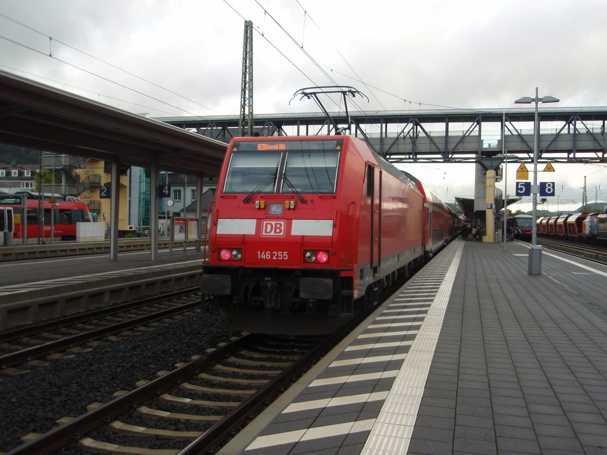 146 255 als RE 30 Frankfurt (Main) Hbf - Kassel Hbf in Marburg (Lahn). 01.10.2016
