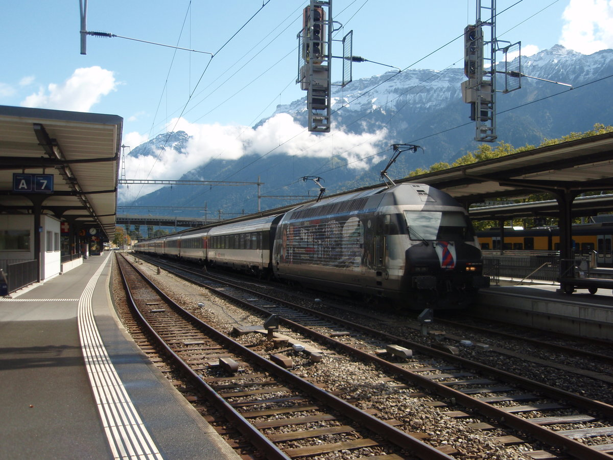 460 028-4 als IC aus Basel SBB in Interlaken Ost. 20.09.2017