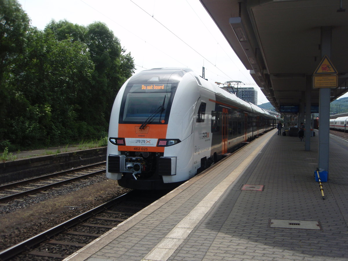 462 025 der National Express als RE 5 aus Wesel in Koblenz Hbf. 09.06.2019