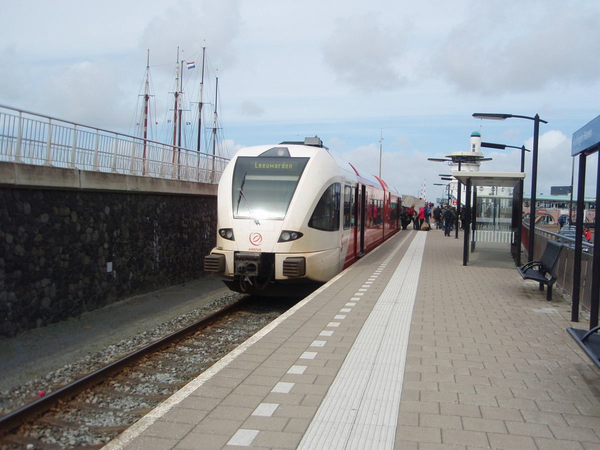 Ein GTW der Arriva als Stoptrein aus Leeuwarden in Harlingen Haven. 15.04.2017