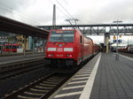 146 255 als RE 30 Frankfurt (Main) Hbf - Kassel Hbf in Marburg (Lahn).